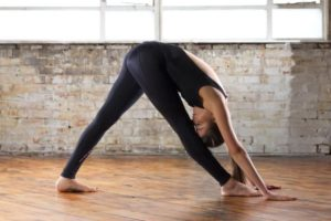 Postura de estiramiento lateral intenso