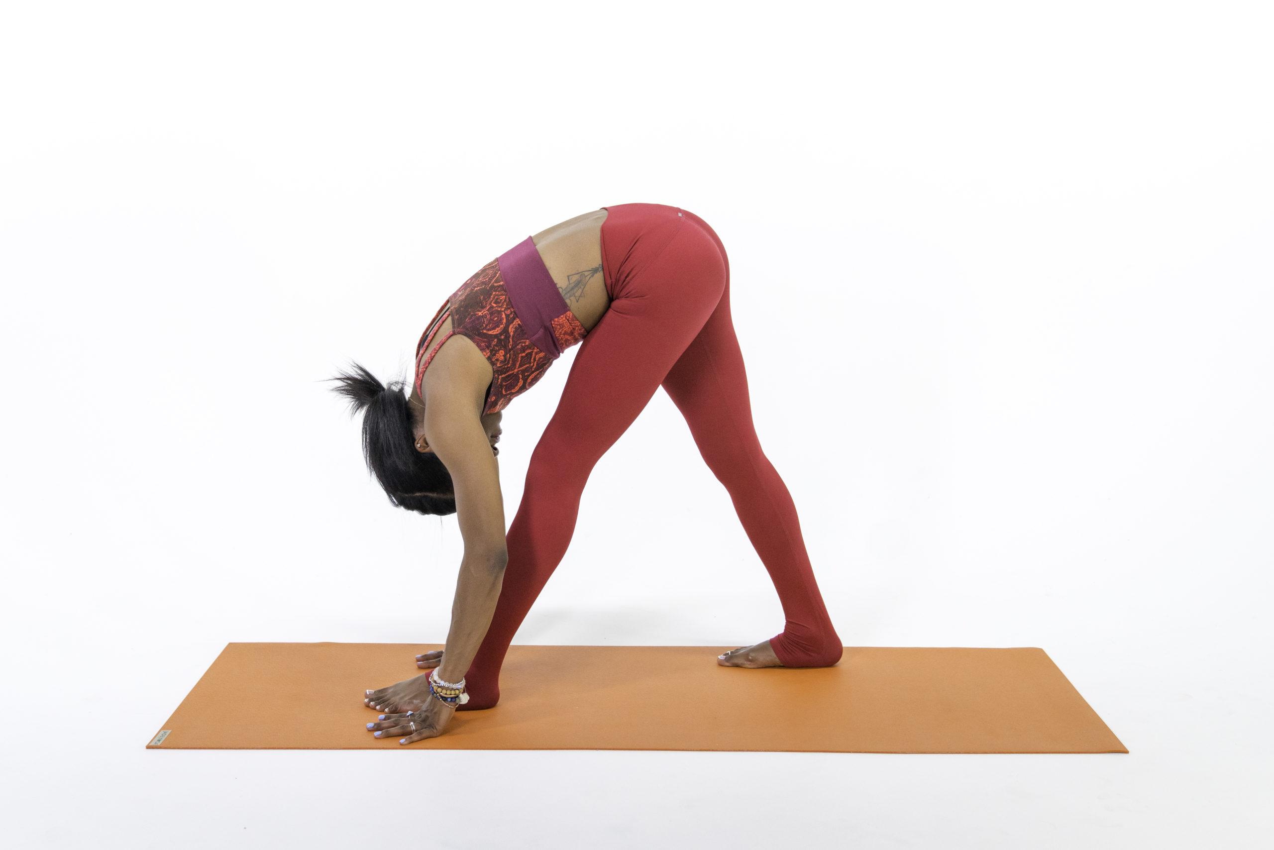 Postura-intensa-de-estiramiento-lateral-Parsvottanasana