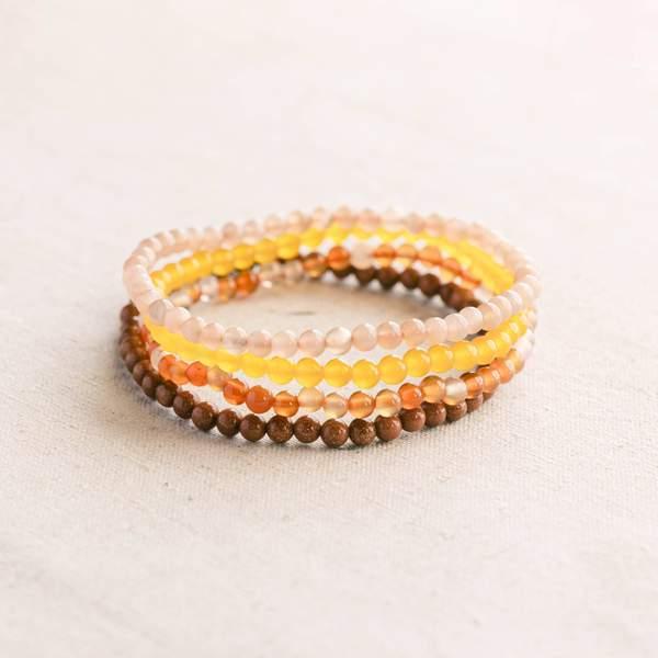 conjunto de pulseras de piedras preciosas para el chakra sacro