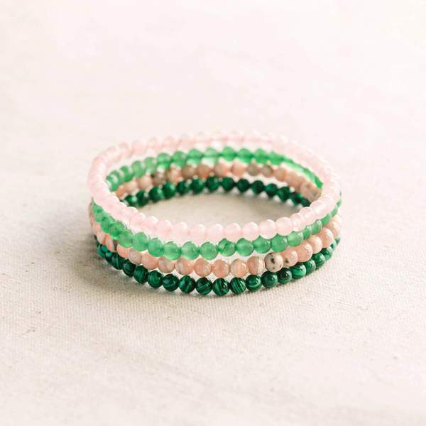 Conjunto de pulseras de piedras preciosas para el chakra del corazón.