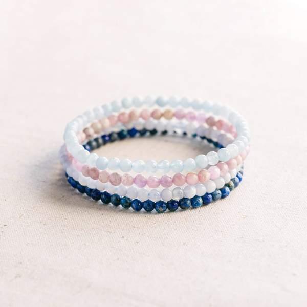 conjunto de pulseras de piedras preciosas para el chakra de la garganta