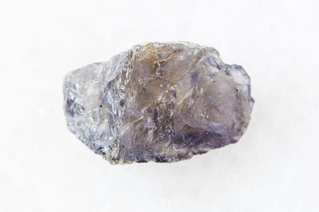 Significado de la iolita: propiedades curativas y usos cotidianos
