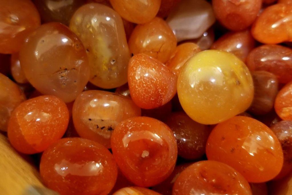 colección de piedras de cornalina