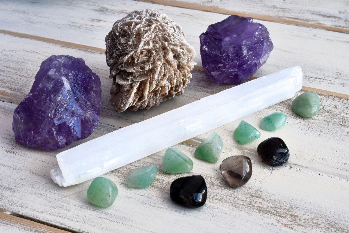 Selenita y otros cristales