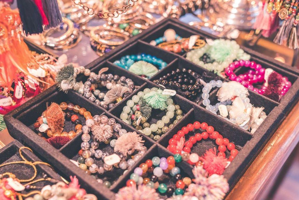 Los hermosos beneficios de las pulseras de piedras preciosas